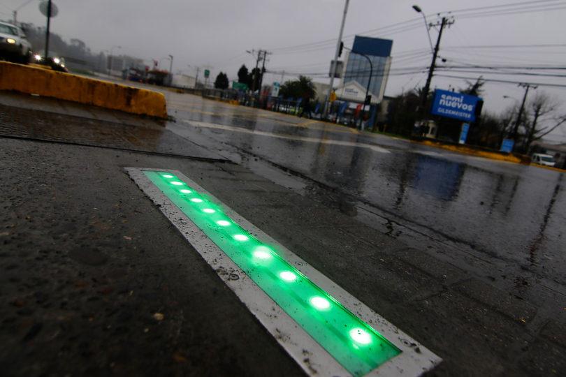Intendencia del Biobío inaugura en Concepción el primer semáforo de piso de Chile