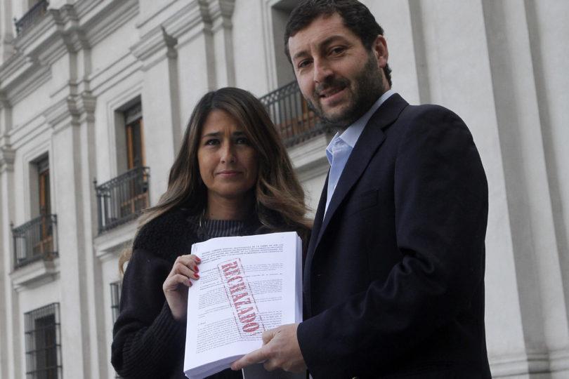 """UDI llega a La Moneda a entregar informe del Sename a Bachelet: """"Que no se ponga del lado de los políticos"""""""