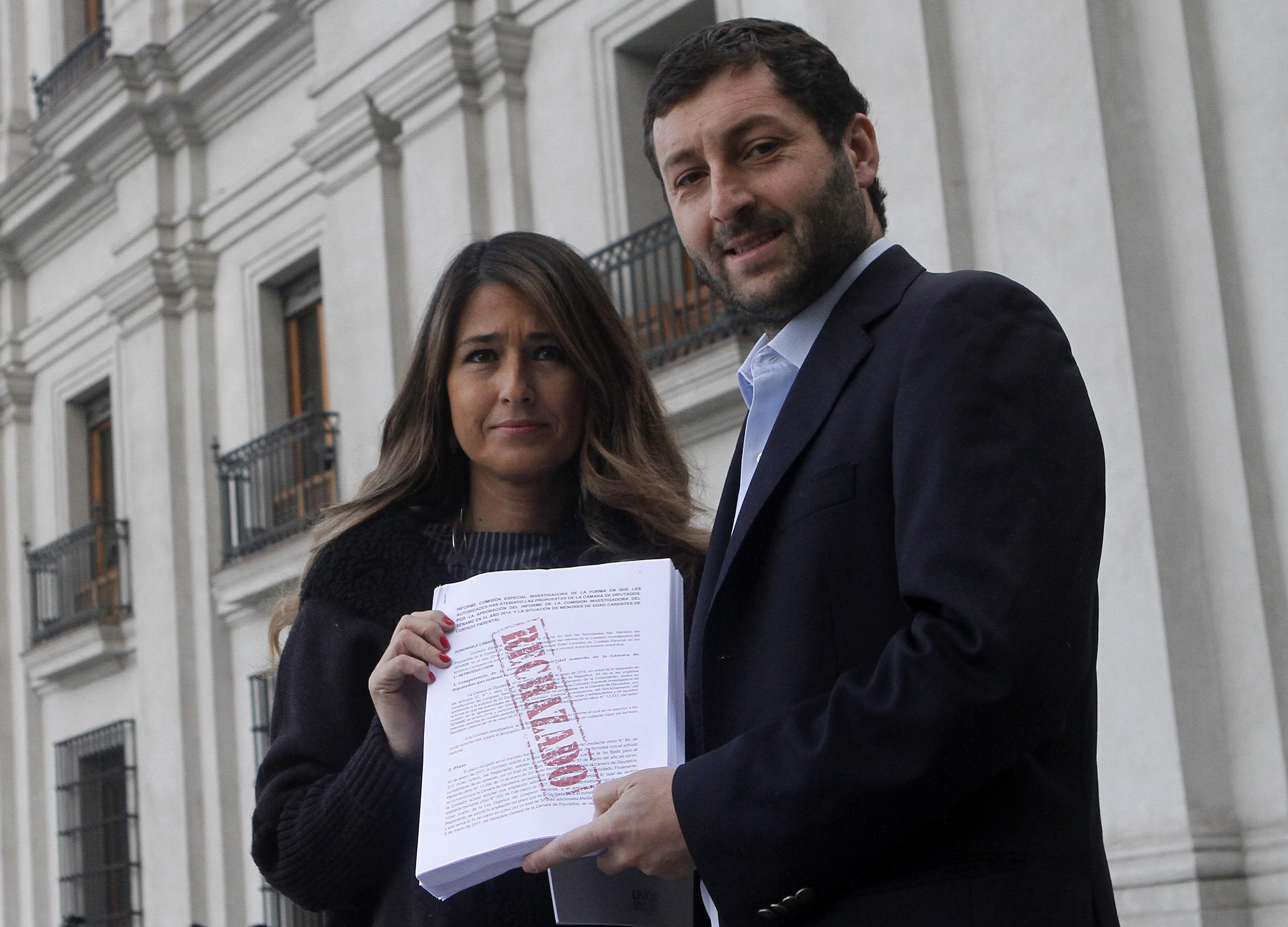 """""""UDI llega a La Moneda a entregar informe del Sename a Bachelet:"""