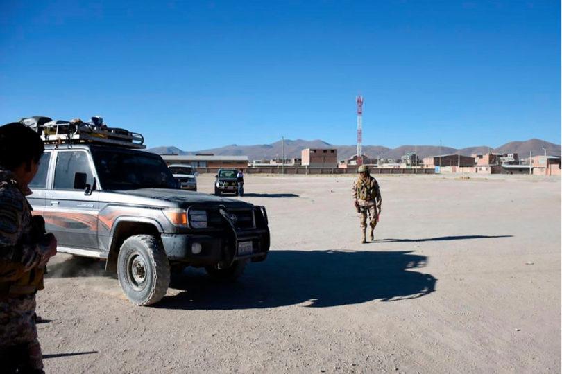 """Bolivia ratifica detención de carabineros y recalca que """"se respetó sus derechos humanos"""""""