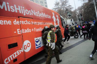"""Dramático relato: joven denuncia que fue víctima de un grupo de fanáticos que defendía el """"Bus de la Libertad"""""""
