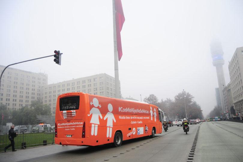 """FOTOS l La medida que tomó la Universidad de Chile para protestar contra el """"Bus de la Libertad"""""""