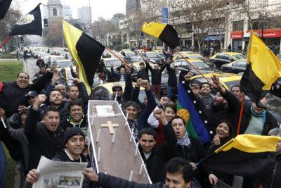 Autoridades se reunirán con taxistas tras masiva manifestación por Ley Uber