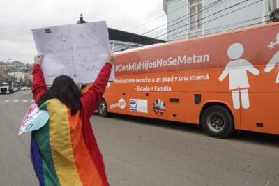 Hija de líder del Bus de la Libertad presentará demanda para iniciar su cambio de nombre y sexo