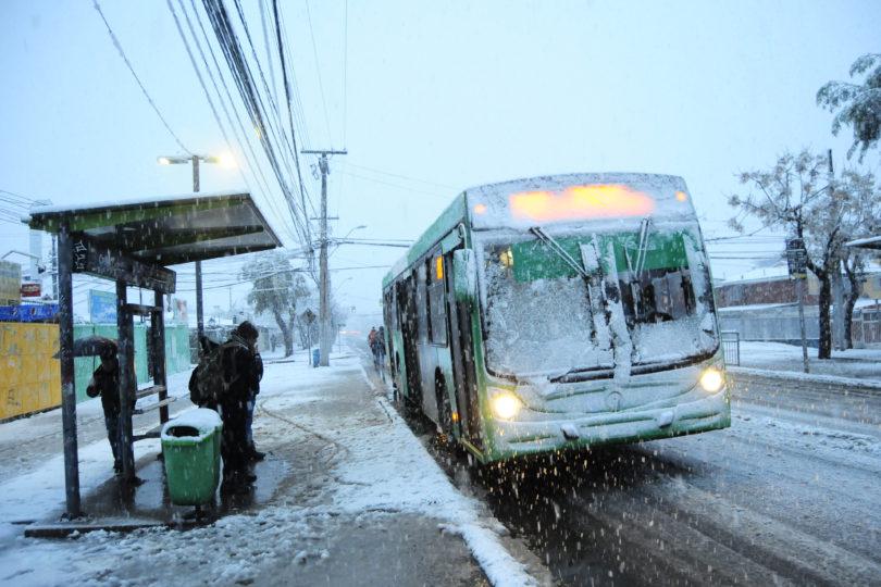 FOTOS |Veinte postales que dejó la nevazón que dejó cubierta de blanco a casi toda la Región Metropolitana