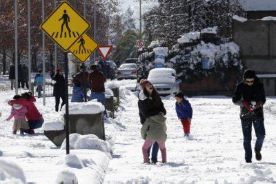 Nuevo balance tras nevazón en Santiago: un muerto, dos accidentados y 337 mil clientes sin electricidad