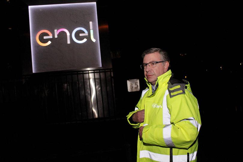 Las Condes exige a Enel el pago de dos millones tras alojar a vecinos en hoteles por cortes de luz