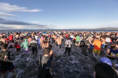 FOTOS   Cerca de 2 mil personas participaron de un nuevo chapuzón en el Estrecho de Magallanes