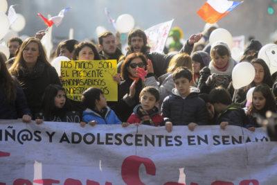 FOTOS | Cientos de personas marcharon por los niños del Sename en Santiago