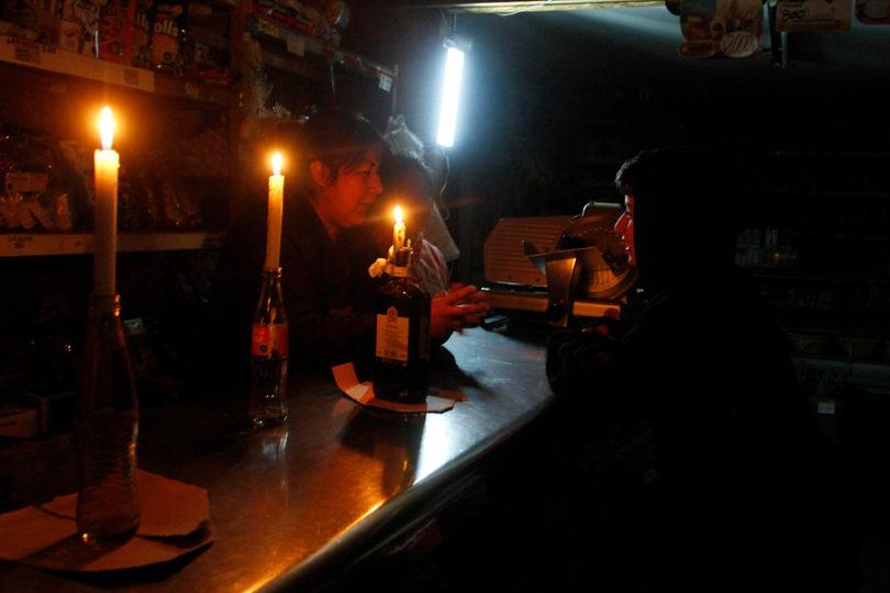 Sernac demandará a las eléctricas que no compensen a sus clientes por cortes de luz