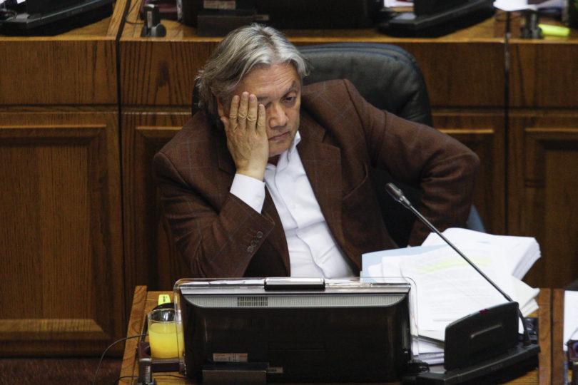 Corte ordena el embargo de vehículos y terrenos del senador Alejandro Navarro por millonaria deuda