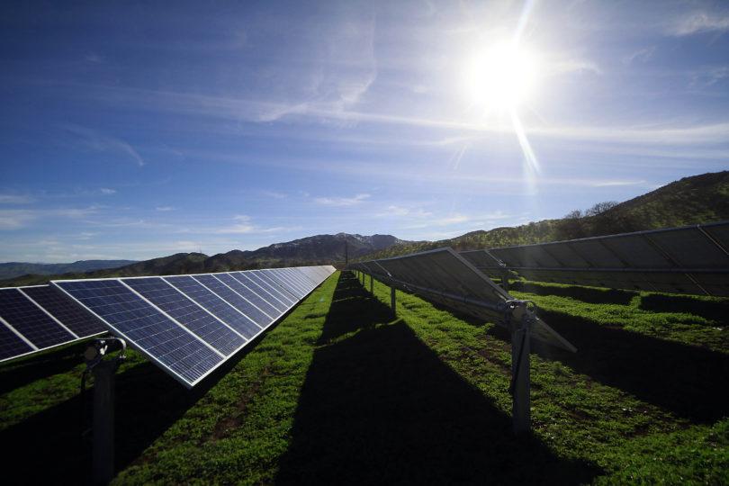 Vecinos de Quintero se capacitan para instalar paneles solares fotovoltaicos en sus casas