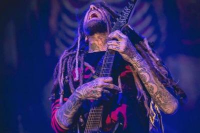 El duro mensaje del guitarrista de Korn tras enterarse de la muerte de Chester Bennington