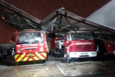 VIDEO |Cámaras registraron el momento exacto en que cuartel de Bomberos colapsó por la nieve