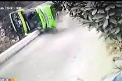 VIDEO | Cámara captó el momento exacto del volcamiento de bus en Perú que cobró la vida de dos chilenos