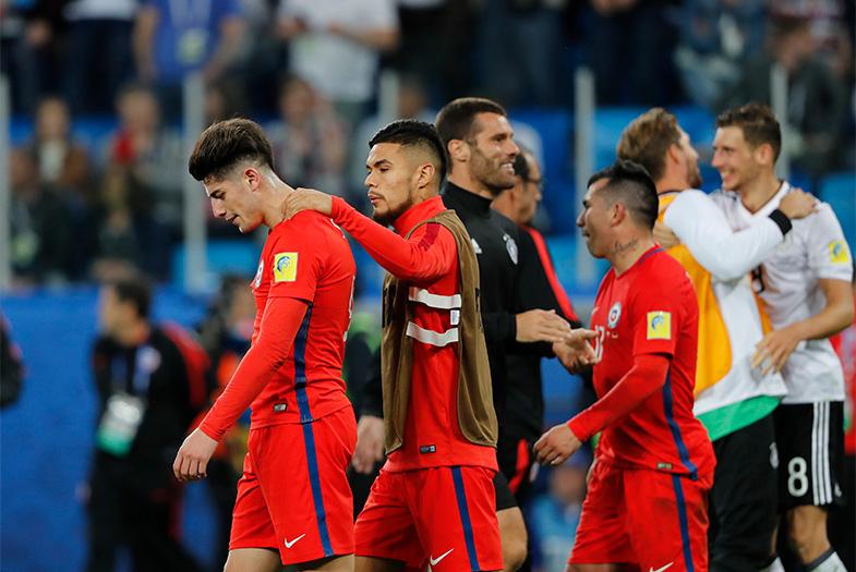 FOTOS l El hidalgo gesto de la Roja con los campeones alemanes