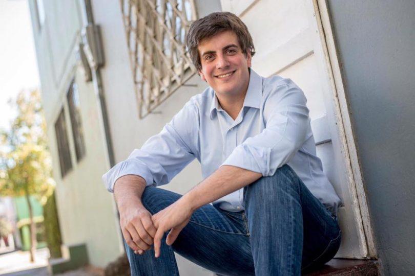 Candidato RN Diego Schalper utiliza imagen de Nabila Rifo para su campaña