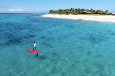 VIDEO | Crean tabla de surf que te hace volar sobre el agua