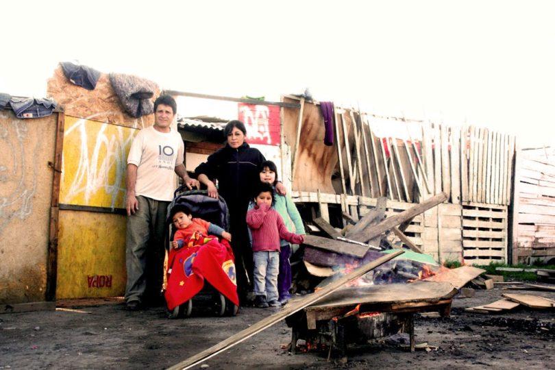 Más de 40 mil familias viven en 702 campamentos a lo largo de Chile