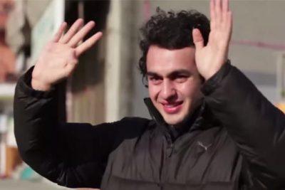 VIDEO   Emocionante: joven sordo es sorprendido por todo sus vecinos