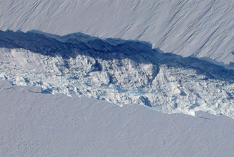 Iceberg que se desprendió de la Antártica podría chocar contra América