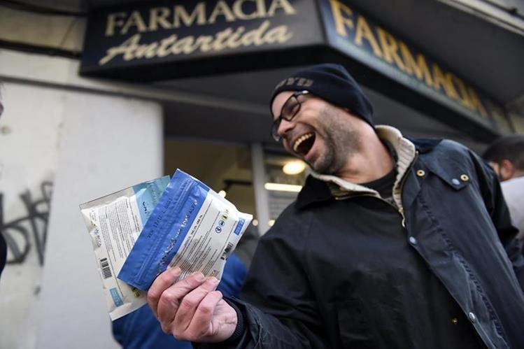 Éxito total: se agota marihuana en Montevideo en primer día de venta legal