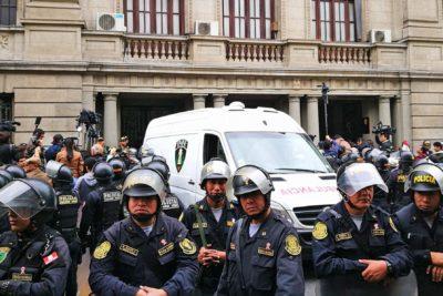 Humala y su esposa son trasladados a cárceles para cumplir prisión preventiva