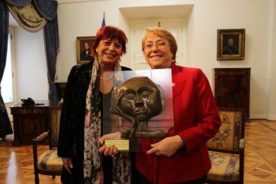 Pasó inadvertido: Unicef premió a Bachelet por compromiso con la infancia