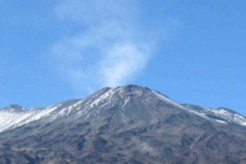 """""""Detectan 1.200 sismos en los alrededores del volcán Tupungatito durante agosto"""""""