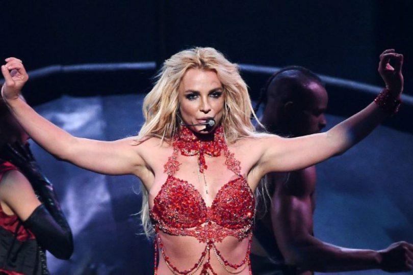 VIDEO l Fanático interrumpe show de Britney Spears con arma en medio del escenario
