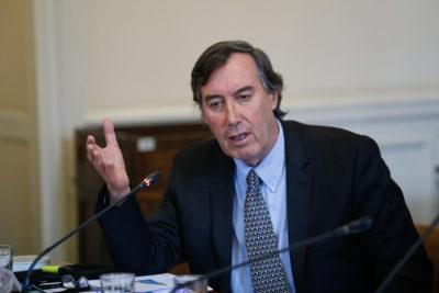 Senador UDI no está de acuerdo con bajar límite de velocidad en la ciudad por insólita razón