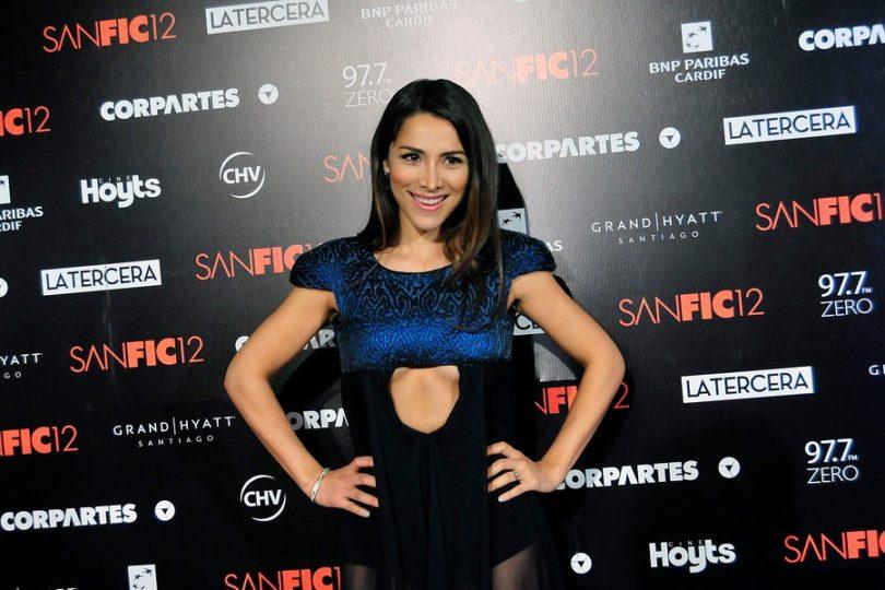 Loreto Aravena las emprende contra sus críticos por el robo de su iPhone 7 plus rojo