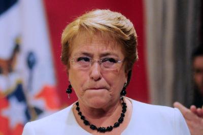 La frase de Bachelet que gatilló la inédita renuncia desde el ministerio de Hacienda 10 minutos después