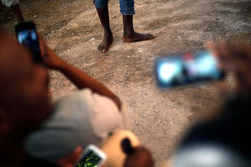 """Comunidad haitiana en Chile envía mensaje: """"La lepra tiene tratamiento, la xenofobia no"""""""