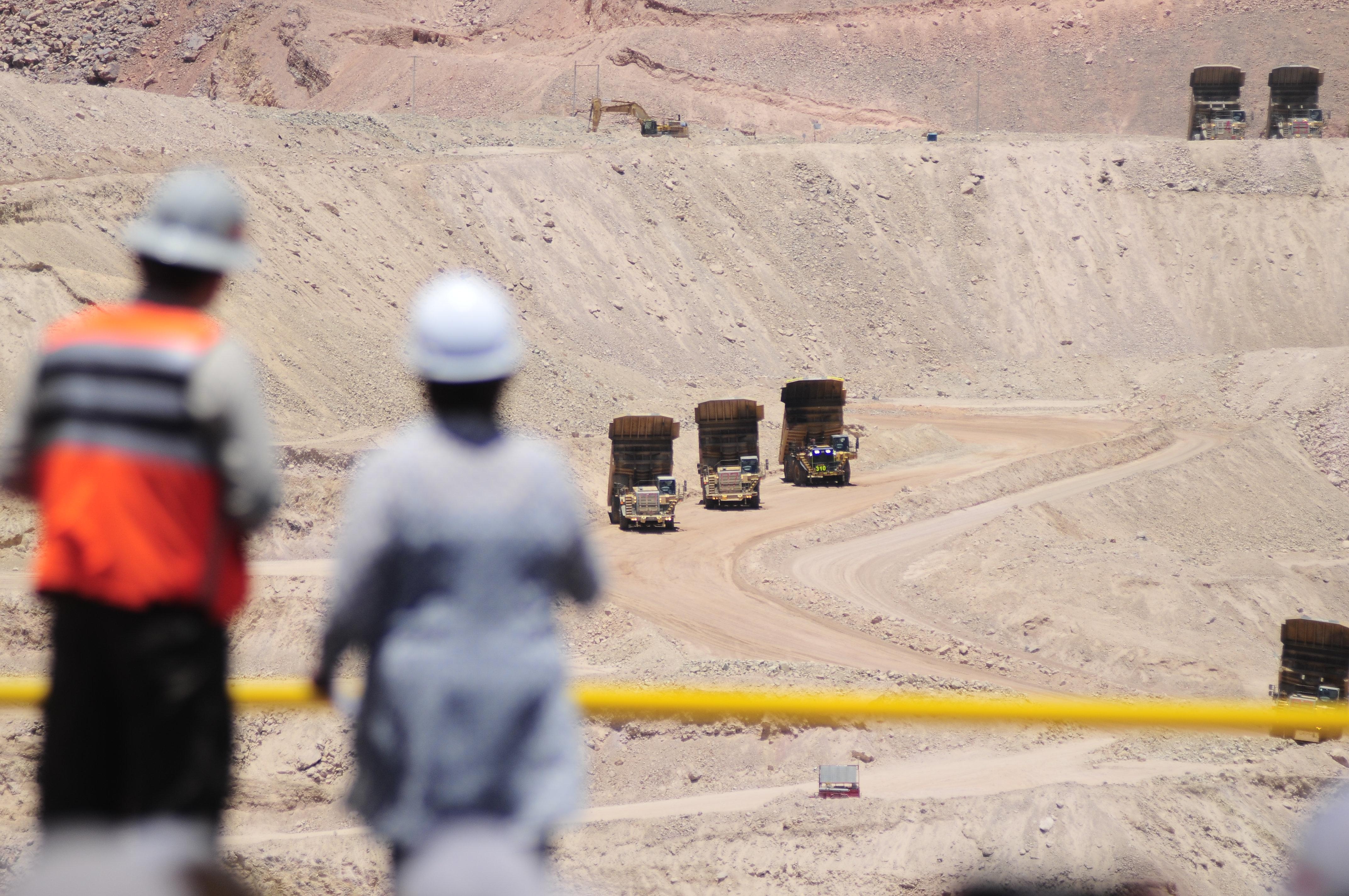 """""""Expertos promueven reducir las brechas de género en la minería nacional"""""""