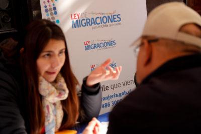 Ley de Migraciones: Bachelet firmará este lunes el nuevo proyecto a días de la interpelación a Fernández