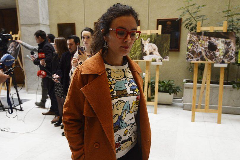 Tres furiosos tuiteos de Camila Vallejo por sanción a carabinera que denunció prohibición de amamantamiento