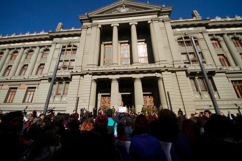 Corte Suprema entrega el cuidado de sus hijos a padre con pareja del mismo sexo
