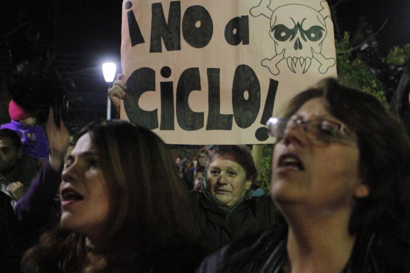 Vecinos de Til Til marchan ocho horas hacia La Moneda en protesta por aprobación de relleno sanitario