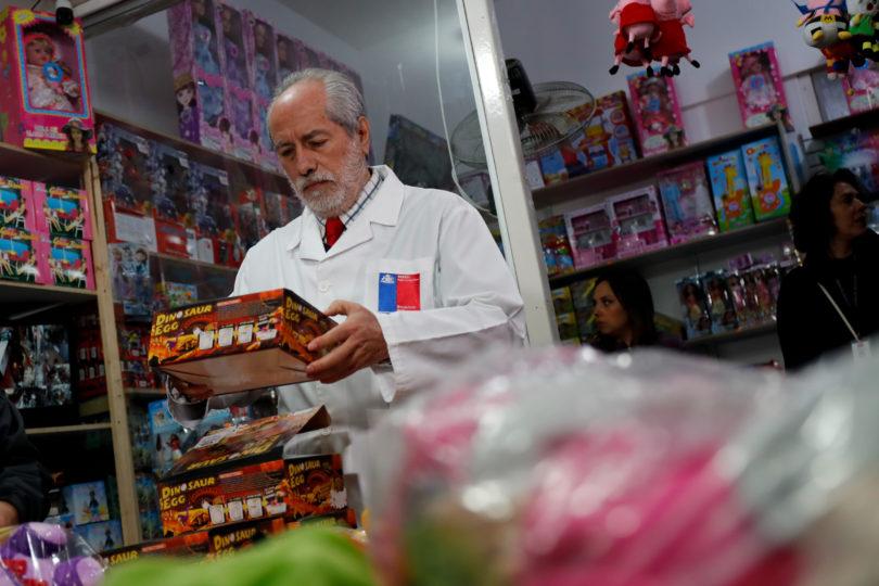 Seremi de Salud retira del mercado popular juguete a solo horas del Día del Niño