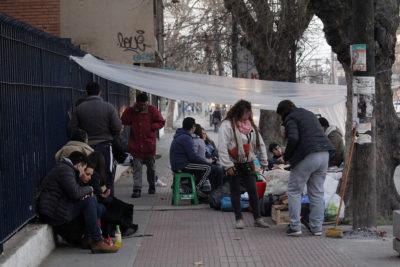 FOTOS | Padres acamparon desde el viernes para encontrar matrícula en colegio de La Cisterna