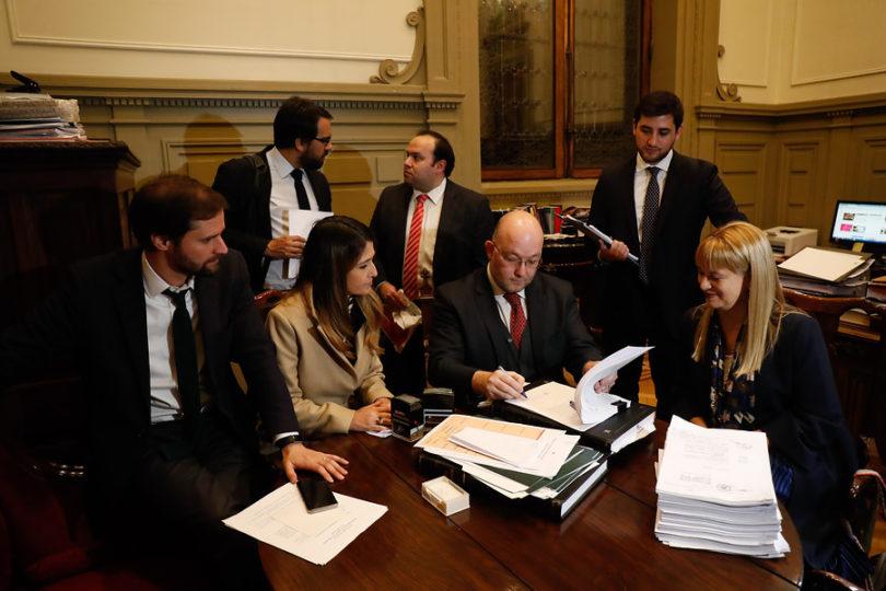 Diputados de Chile Vamos llegan al TC y apelan al Informe Rettig para rechazar aborto tres causales