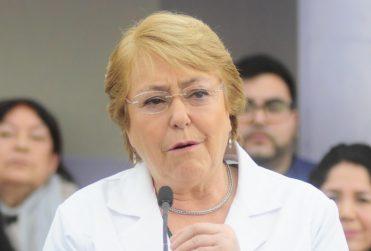 """Bachelet se defiende: """"Comparo con Piñera y nosotros lo hemos hecho mucho mejor"""""""