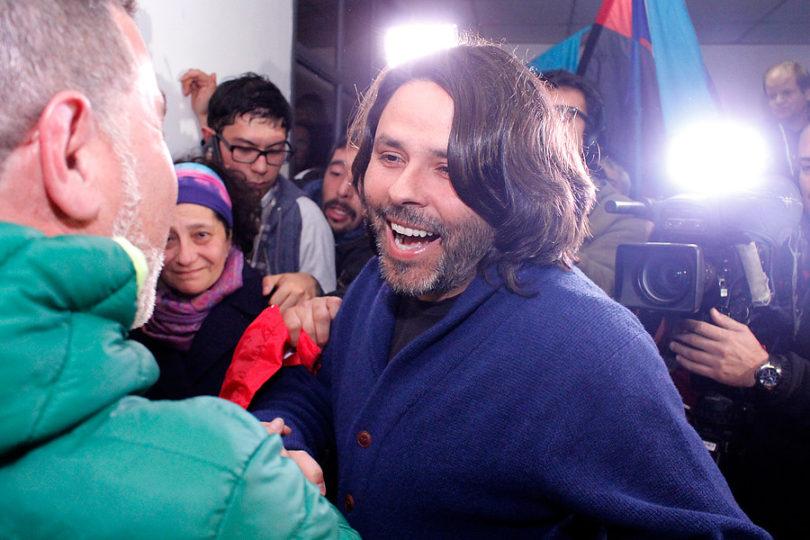 Frente Amplio se reúne con Alberto Mayol tras crisis desatada por veto a su candidatura