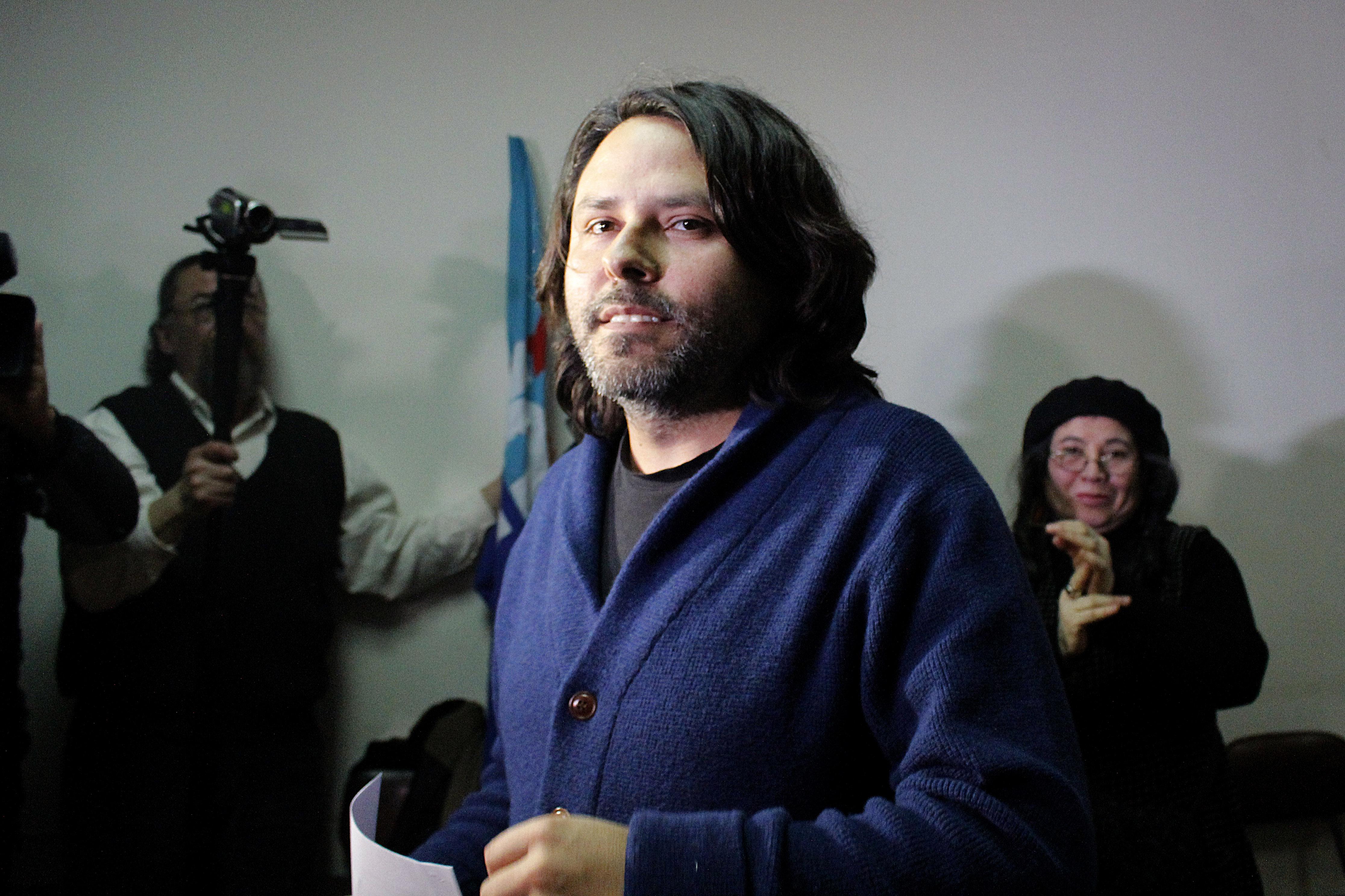 """Alberto Mayol acusa que su candidatura parlamentaria no está en """"igualdad de condiciones"""""""