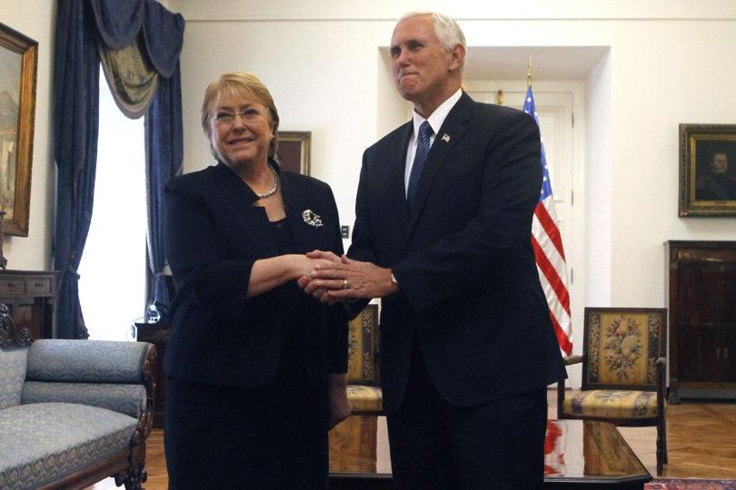 """Bachelet a Mike Pence: """"Chile no apoyará golpes de Estado"""""""