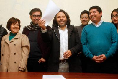 Alberto Mayol da por superado impasse con el Frente Amplio y será candidato por el Distrito 10