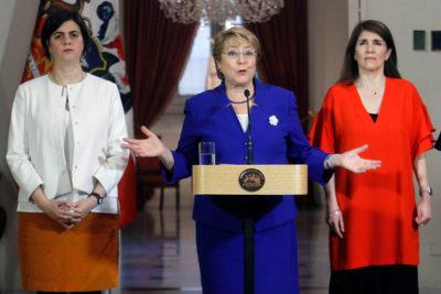 """Presidenta Bachelet y anuncio de Piñera de 'cambiar' aborto tres causales: """"Las minorías no pueden cambiar la decisión de las mayorías"""""""