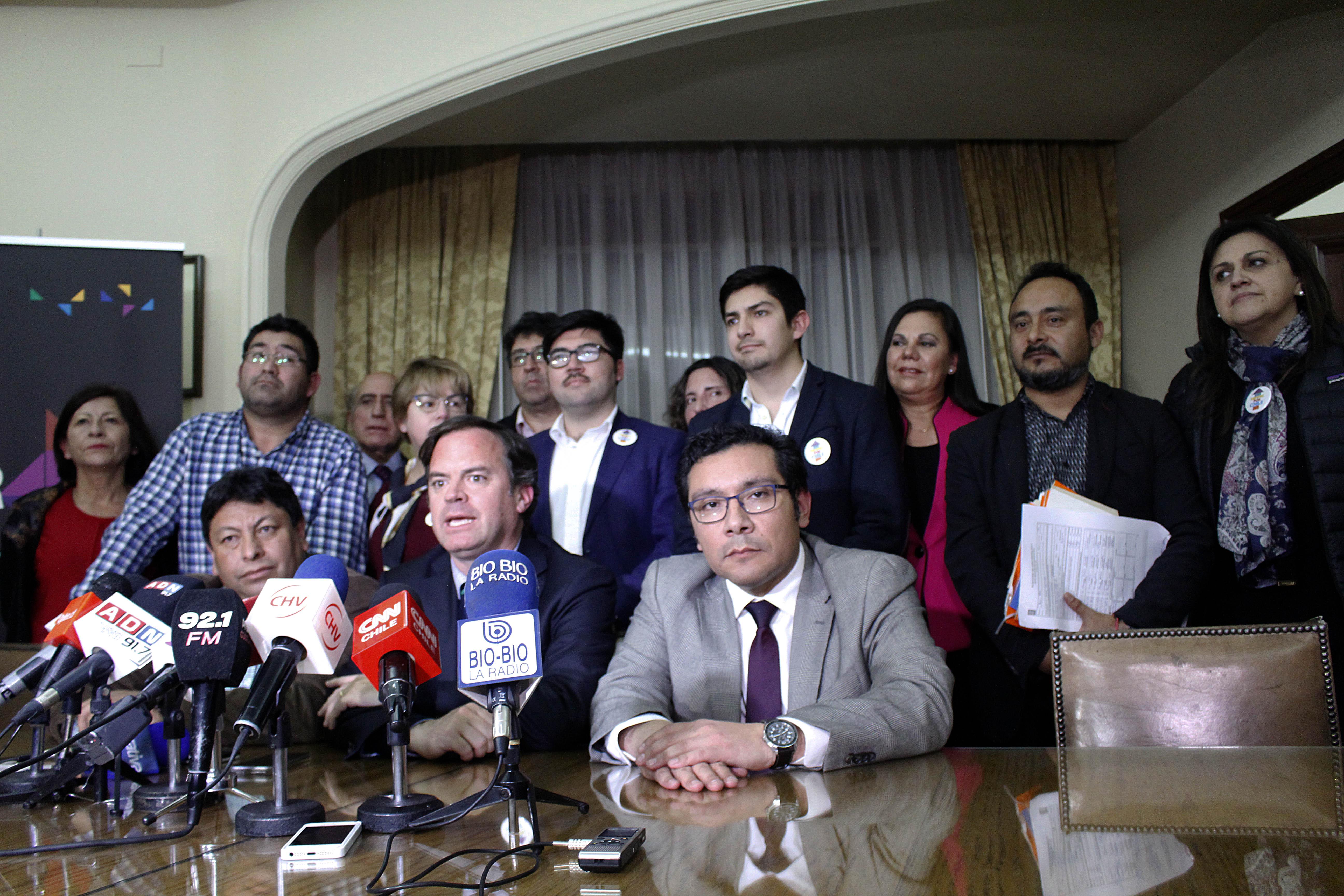 Nuevos problemas para el Frente Amplio y la DC: Humanistas y MAS no alcanzaron cuotas de género