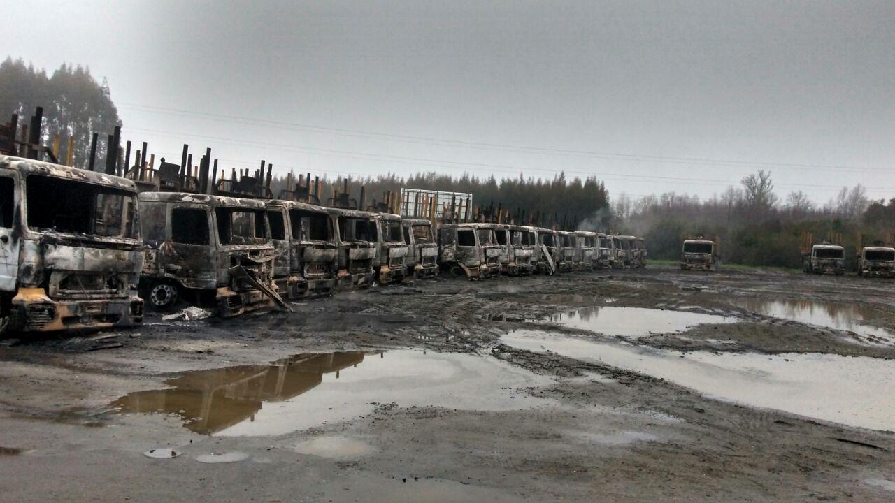 Fiscalía asegura que WAM se adjudicó quema de 29 camiones forestales en Los Ríos